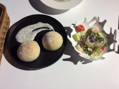 銀河鉄道レストランのパンとセットのサラダ